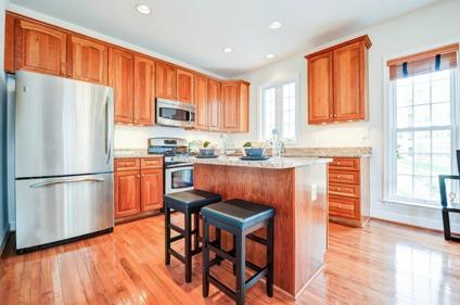 $539,900 Townhouse 1 Block From Metro