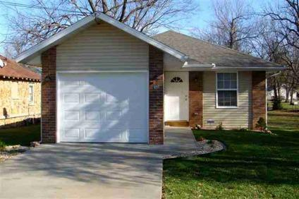 $68,700 Springfield 2BR 1BA, Classy style layout & colors
