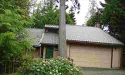 Terrific tri-level 3 bedroom in a very desirable Redmond neighborhood, in a quiet Cul-de-sac. Huge formal living room with vaulted ceiling, formal dining room,and a large family room with fireplace. The kitchen is open to the family room with a breakfast