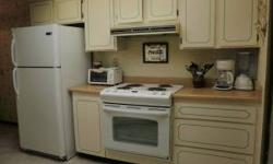 A light, bright vacation villa, in a great Sun City West location, close to shopping, rec center, Hillcrest golf course and more!! This FULLY furnished unit(includes everything, towels, linens, dishes, flatware, etc.) is perfect for year round living, a